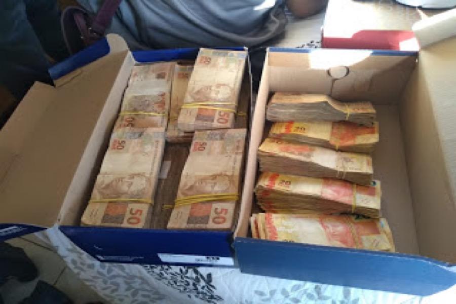 Operação Bricolagem da Polícia Federal apreende  R$ 213 mil na casa de prefeito de Granjeiro-CE e descobre vários fraudes em licitações