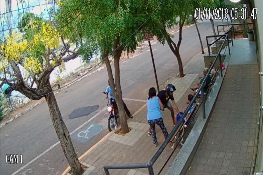 Flagrante:  Dupla pratica assalto a cinco mulheres na frente de uma clínica na cidade de Crato-CE