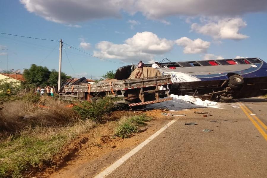Grave acidente deixa 5 mortos na CE entre Campos Sales e Antonina do Norte-CE