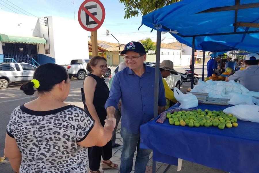Prefeito de Crato-CE visita feira da agricultura e obras pelo município