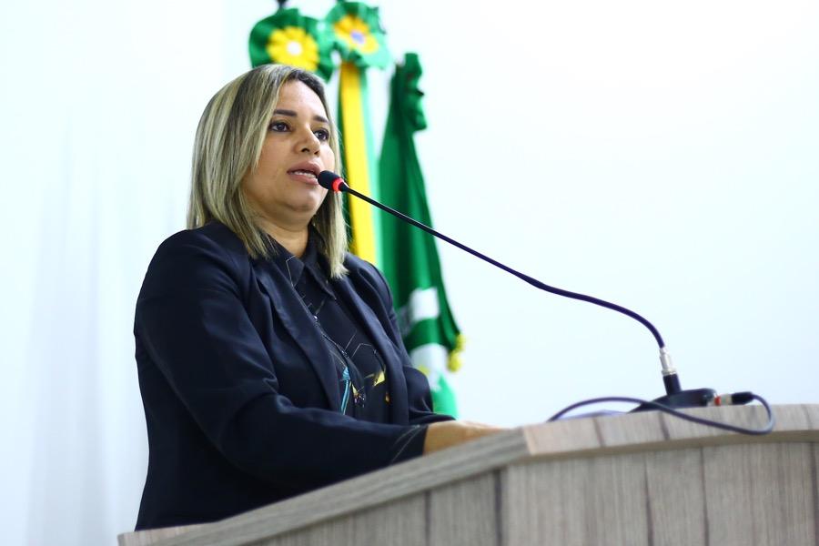 Várzea Alegre: Vereadora Dra. Luciana Rolim pede CPI para apurar construção de banheiros no Canindezinho