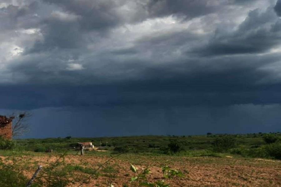 160 milímetros: Santana do Cariri registra maior chuva do Estado e segunda maior na história do município; veja o vídeo em que morador registrou a chuva