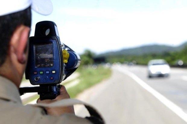 Bolsonaro suspende radares móveis em rodovias federais