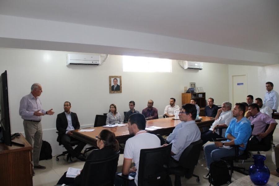 Governo cratense estuda proposta de universalizar o setor de saneamento