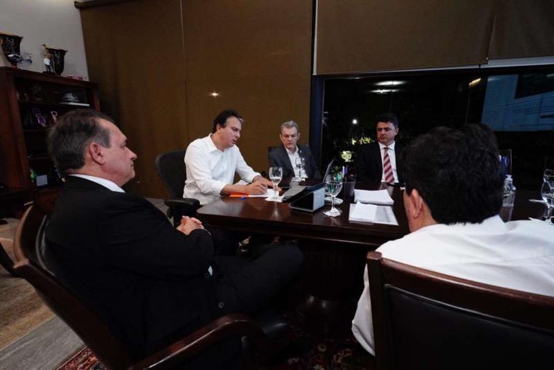 Decreto de criação do comitê foi assinado pelo governador Camilo Santana após reunião com os poderes Legislativo e Judiciário