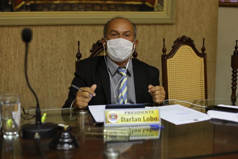 Legenda - Darlan Lobo durante a sessão remota por videoconferência na Câmara de Juazeiro do Norte (Foto: Josimar Segundo)