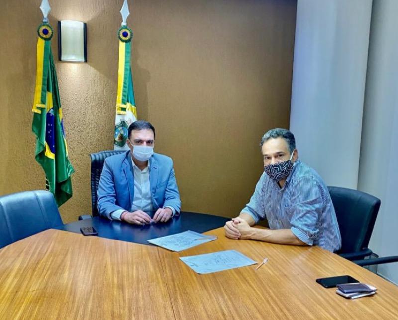 Legenda:Deputado Fernando Santana e secretário executivo Paulo Henrique Lustosa participarão de reunião com prefeitos do Cariri.