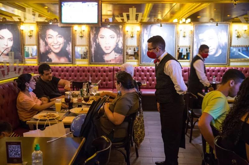 Restaurantes do Ceará vão funcionar com horário e capacidade ampliados no Ceará. — Foto: Thiago Gadelha/SVM
