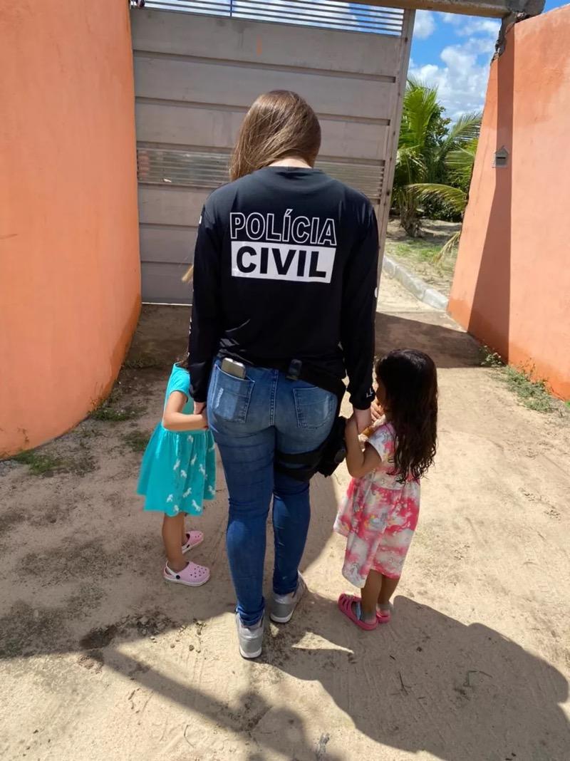 Policiais viajaram até a Bahia pra resgatar as crianças — Foto: Polícia Civil do Ceará