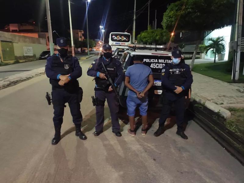 Francisco de Assis Costa, 57 anos, foi preso em flagrante após balear mulher durante discussão com a ex-companheira em Icó. — Foto: Polícia Militar/ Divulgação